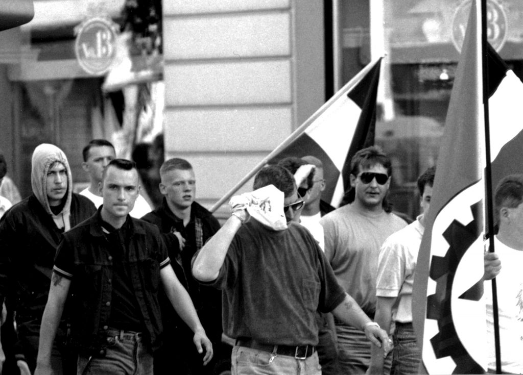 Frank Steffen (zweiter von links im Vordergrund) beim Hess-Marsch 1993 in Fulda
