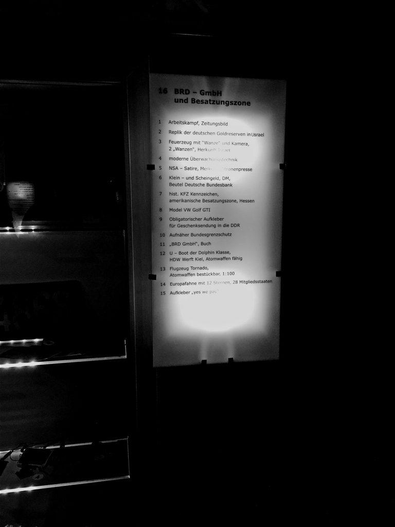 In der Ausstellung wird antisemitische Sprache benutzt, wie »USrael«