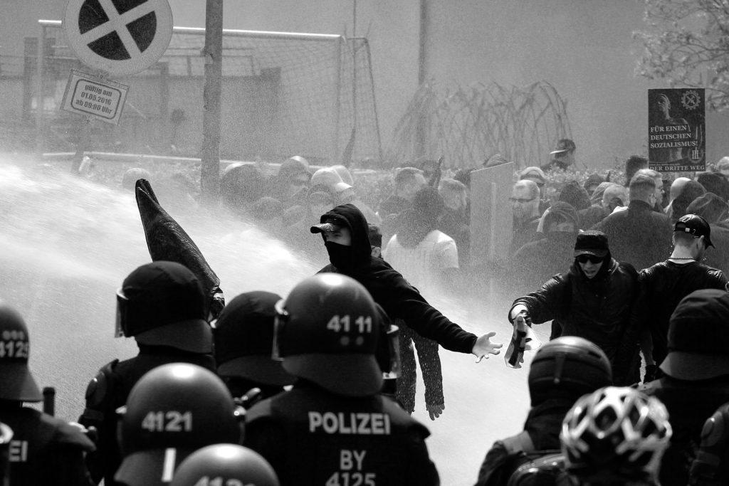 1. Mai: Aufmarsch von »Der III. Weg« in Plauen